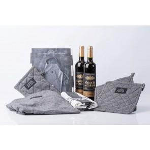 Pillivuyt tekstilsæt og 2 fl. rødvin