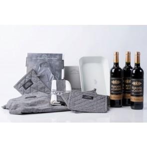 Pillivuyt stegefad, tekstilsæt og 3 fl. rødvin