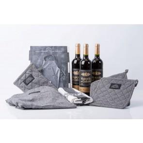Pillivuyt tekstilsæt og 3 fl. rødvin